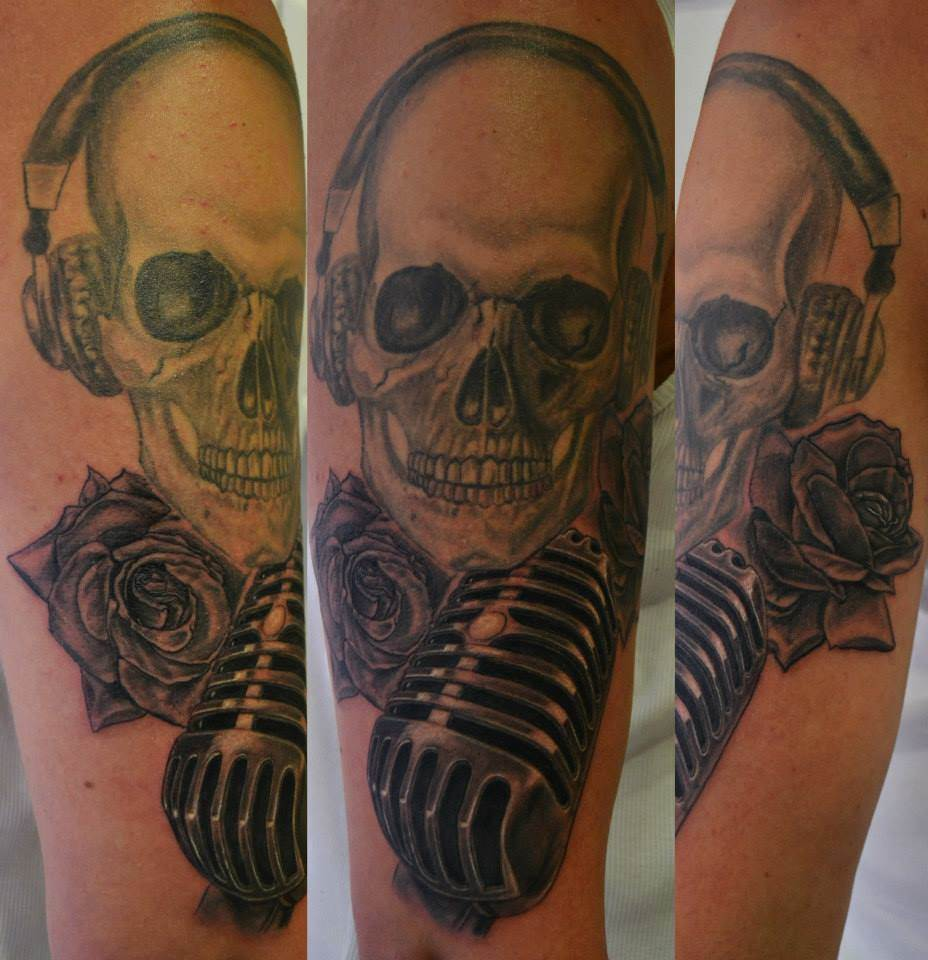Tattoo Alicante - calavera microfono