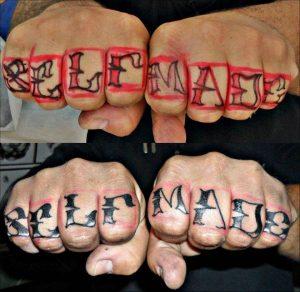 Tattoo Alicante - letras dedos