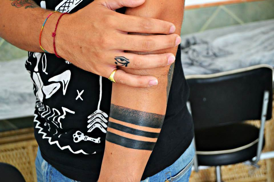 Tattoo Alicante - lineas brazalete