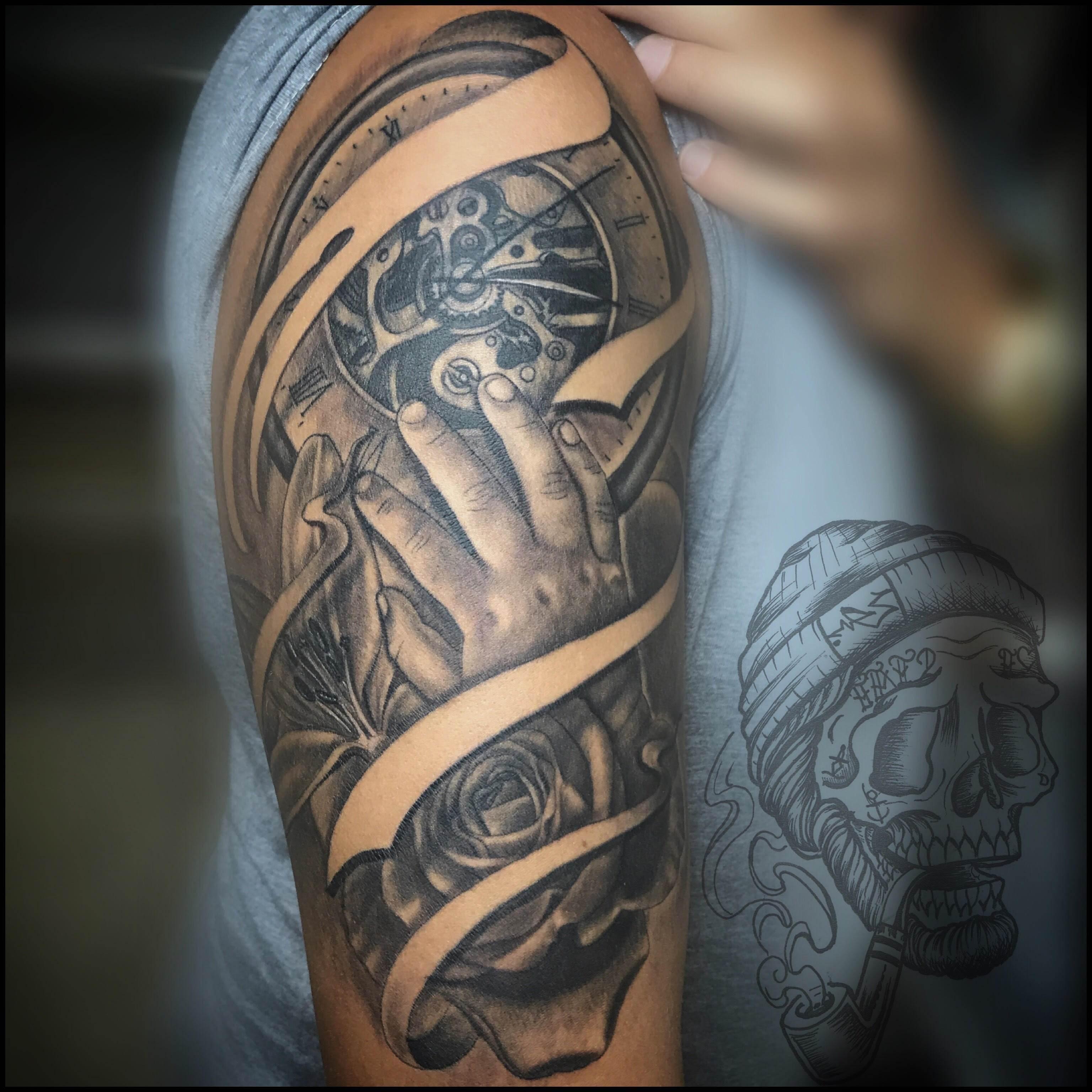 Tattoo Alicante - mano reloj textura