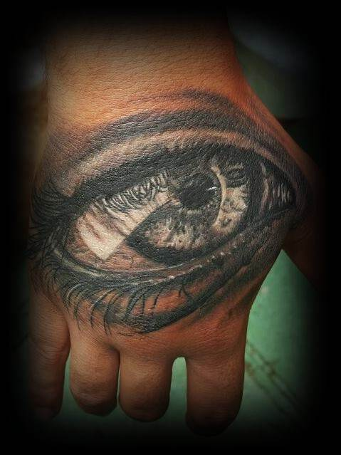 Tattoo Alicante - ojo negro mano
