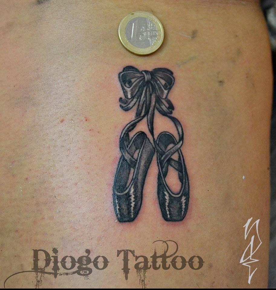 Tattoo Alicante - pequeño blanco y negro