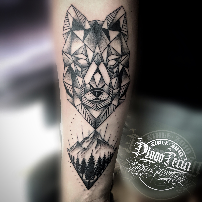 Tattoo realizado por @diogoperin #wolf #dotwork #geometry #tattoospain #tattooalicante #tattoosantapola