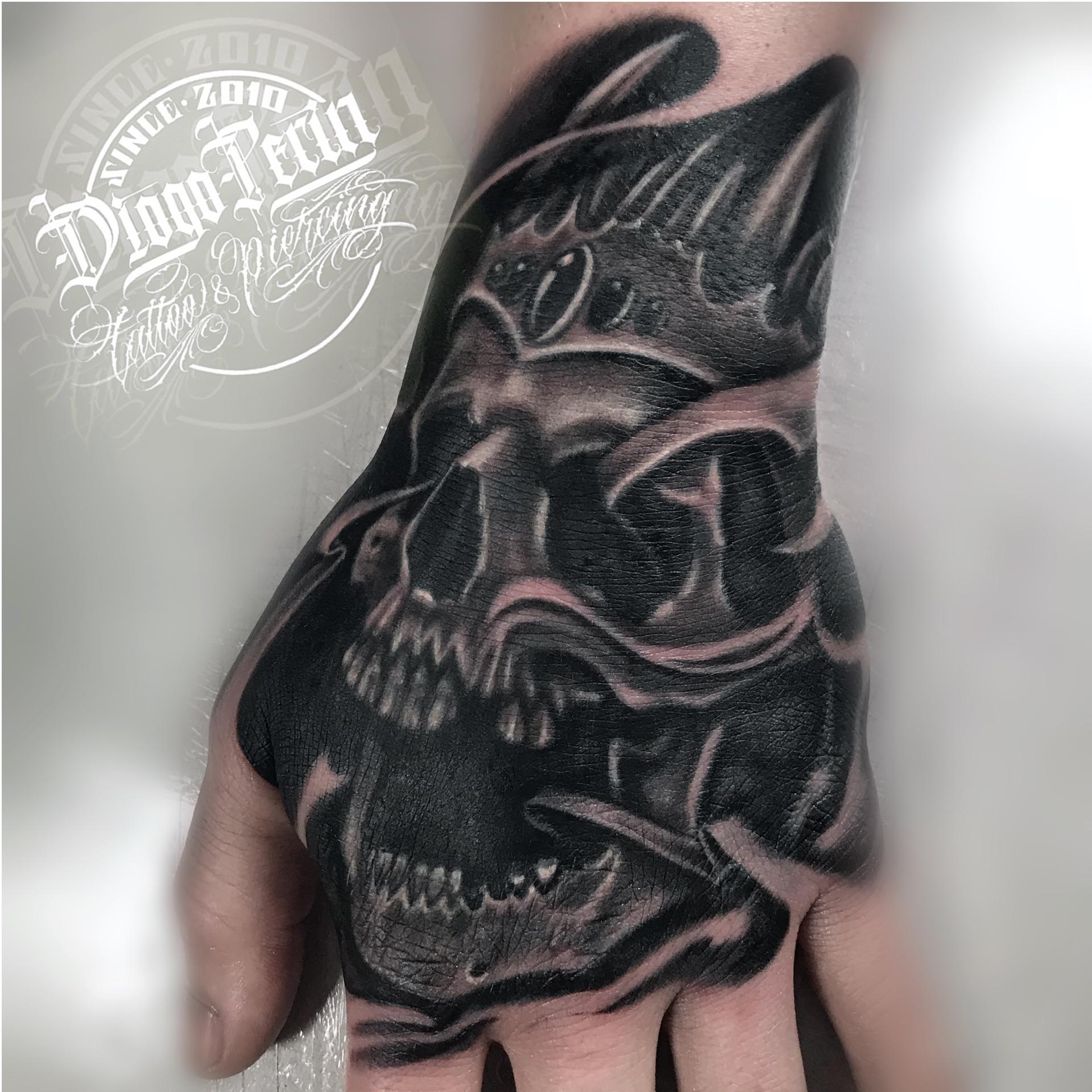 tatuaje calavera Alicante Tatuaje mano tatuaje realista tatuaje byn realistic tattoo
