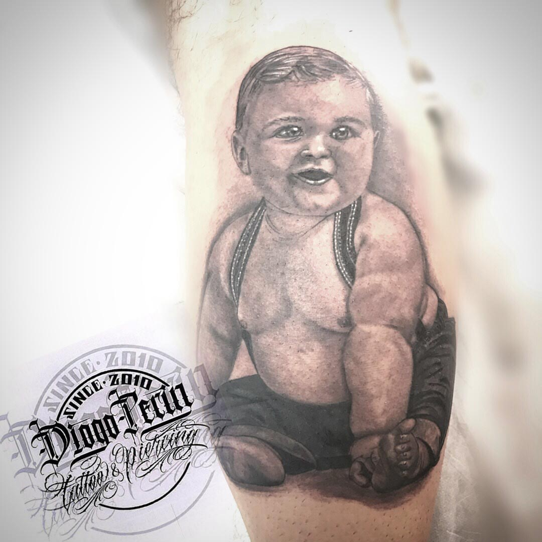 retrato realista tattoo alicante blanco y negro byn tatuaje niño