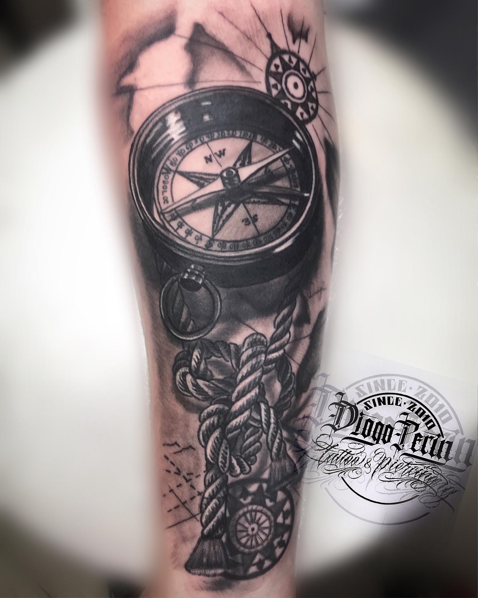 brujula, nudo, carta nautica, realismo, black and grey, byn, alicante, santa pola, tattoo, tatuaje